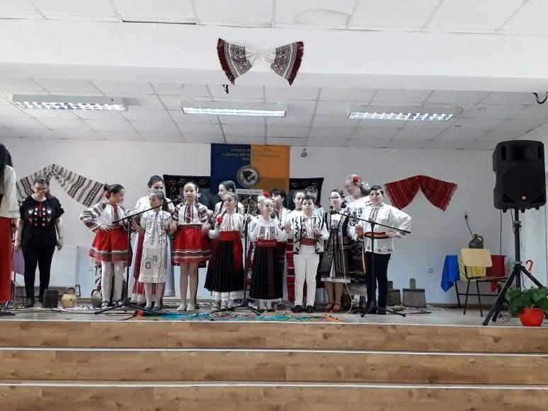Ansamblul folcloric al Scolii Generale nr.1 Boldești Grădiștea